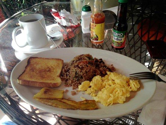 Cabinas Cristina Playa Tambor: pinto (lokaal ontbijt)
