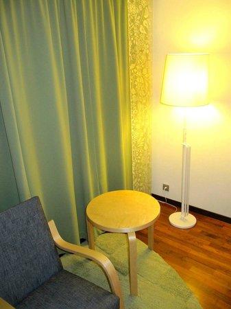 Hilton Helsinki Airport: Reading area