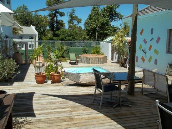 Cape Khamai Guest House: Pooldeck