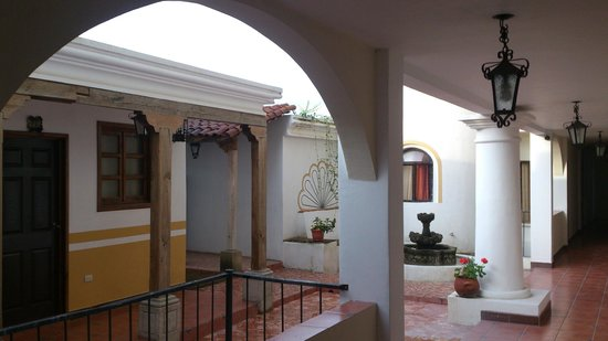 Hotel Puente Viejo: Hotel passages between the rooms