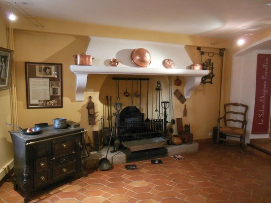 Musee de l'Art Culinaire: Some of the old cooking equipment shown