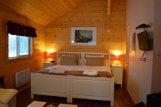 Northern Lights Resort & Spa : Bed in Chalet Arnika