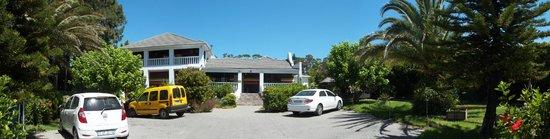 Cape Khamai Guest House: Frontansicht des Eingangsbereichs