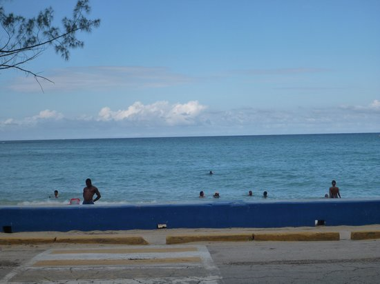 Sandals Inn: Beach