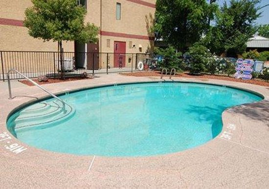 Econo Lodge Inn & Suites: Come to Yuba City, where the weather is always nice.