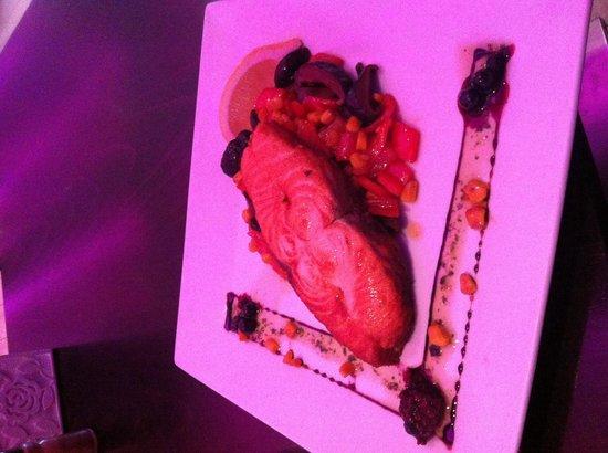Frame Bar & Food: Salmon tournado