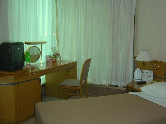 The Royal Pacific Hotel & Towers: inside our room