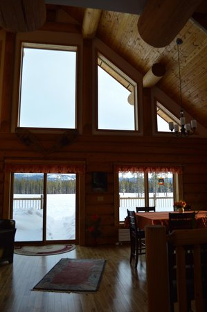 Northern Lights Resort & Spa: Dining area in main lodge