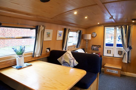 House Boat Hotels Ltd: Light and airy