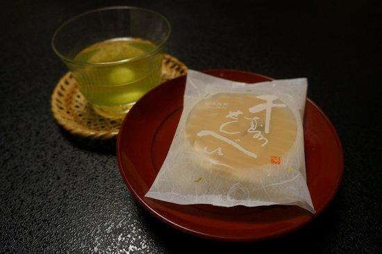 Hokkaikan Ohanabo : Snack prepared for every guest