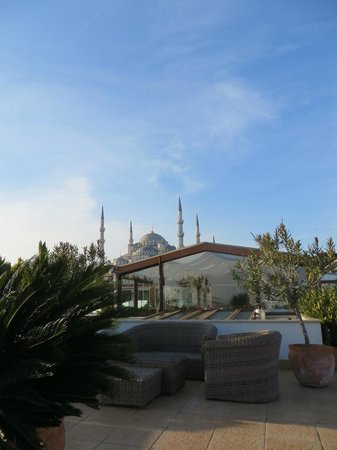 Hotel Sari Konak: View of the mosque from the roof