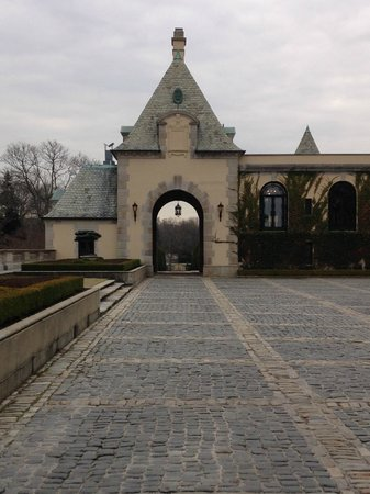 OHEKA CASTLE Hotel & Estate: looking out to the drive up through arch