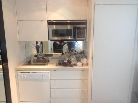 Sagamore : Outdated kitchen without utensils