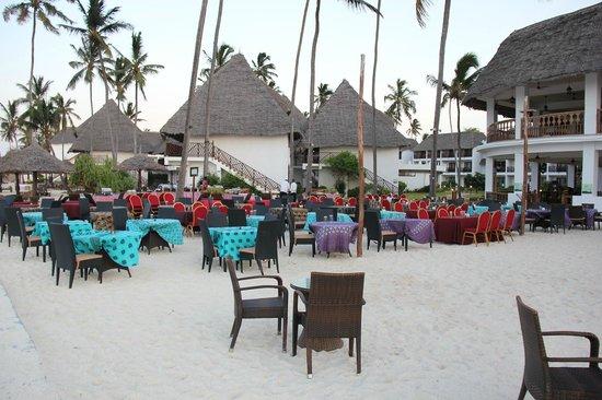 DoubleTree by Hilton Resort Zanzibar - Nungwi: REPAS SUR LA PLAGE