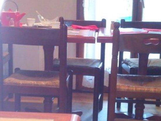 Restaurant de l'Etoile: Mobilier vieillot et abîmé