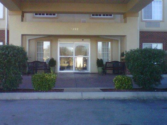 Best Western Windsor Inn & Suites: Hotel Entrance
