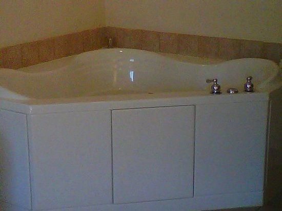 Best Western Windsor Inn & Suites: Jacuzzi Bath