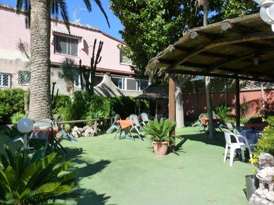 Hotel Villa Franca : tavolini esterni
