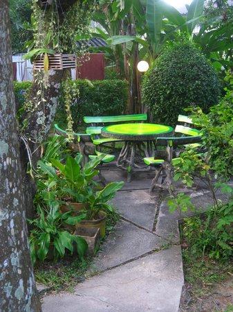 Baan Bua Guesthouse: Garden