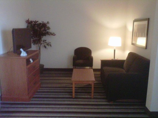 Best Western Windsor Inn & Suites: Over-sized suite sitting area