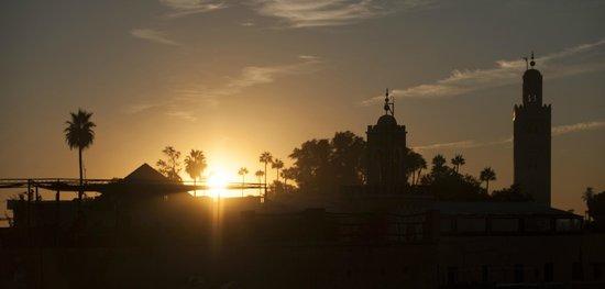 Riad de la Semaine: Coucher de soleil sur la Koutoubia depuis la terrasse