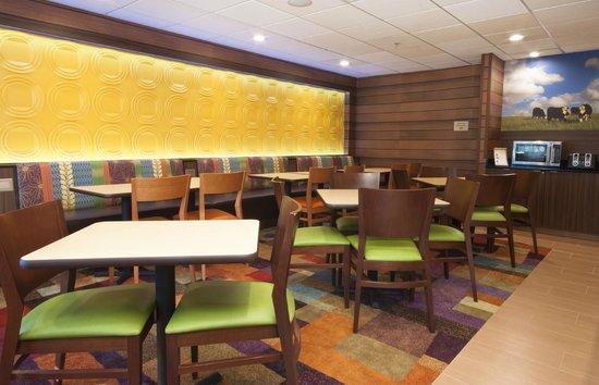 Fairfield Inn & Suites Fort Worth/Fossil Creek: Breakfast Area