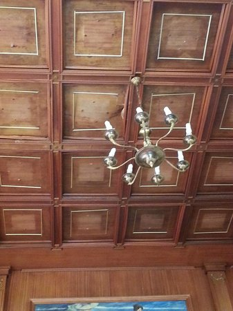 Gala Placidia Hotel: The damp was clear in reception with the wooden ceiling water damaged