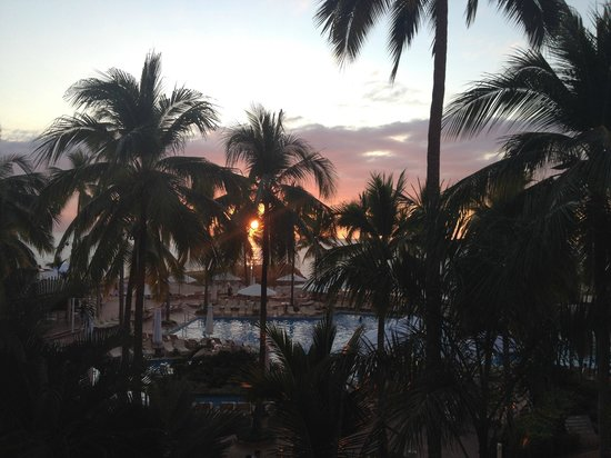 Sheraton Buganvilias Resort & Convention Center: Sunset from our terrace on the 3rd floor.