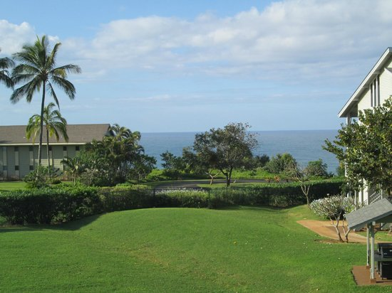The Cliffs at Princeville: Awesome view from our building, 2nd floor unit