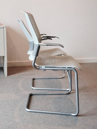 Citadines on Bourke Melbourne : The faulty chair behind the good chair