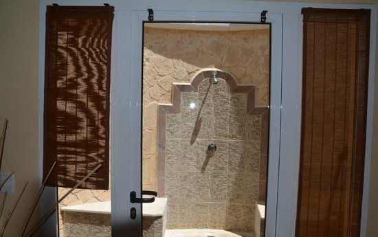 Paradisus Varadero Resort & Spa: La douche extérieure (vue de l'intérieur)