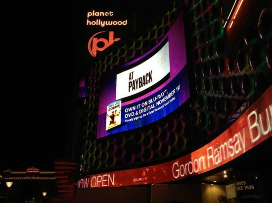 Planet Hollywood Resort & Casino: Entrance to the hotel from the strip