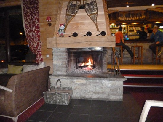 Le Menuire Chalet Hotel & Spa : Lovely Fireplace