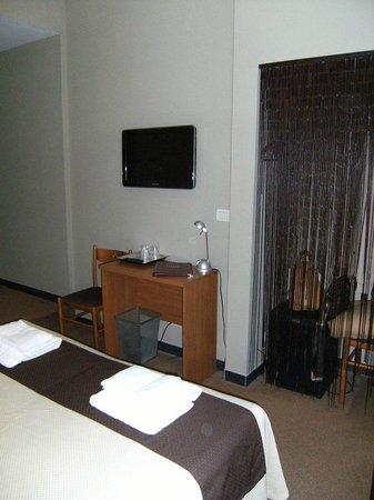 """Hotel Nuovo Nord: letto e """"armadio"""""""