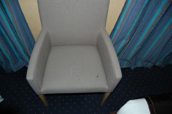 Hotel Corona Rodier: silla sucia