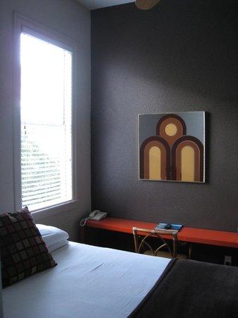 The Metro Hotel : Room 208