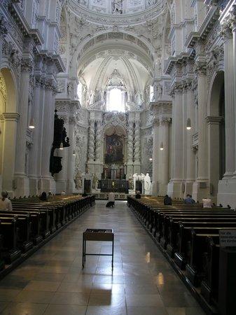 Theatinerkirche St. Kajetan: The nave.