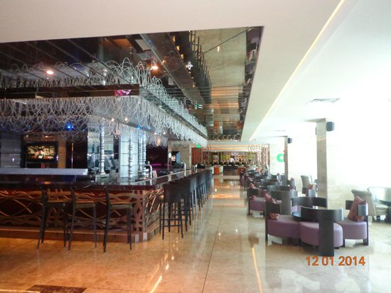 Hard Rock Hotel Panama Megapolis: Uno de los tantos bares existentes.