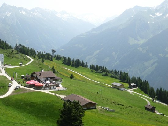 Alpendomizil Neuhaus: risalita con seggiovia