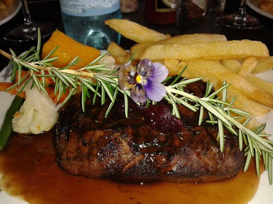The Hat & Creek - Hoedspruit: Grilled Ostrich with fresh seasonal vegetables and fries