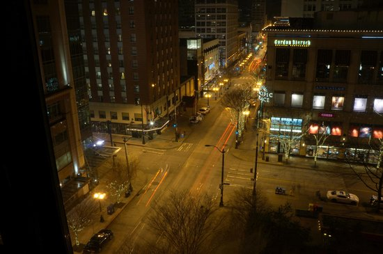 The Paramount Hotel : View at night