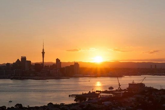 Mount Victoria Reserve: Auckland skyline from Mt. Victoria