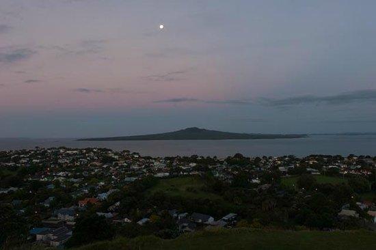 Mount Victoria Reserve: Rangitoto island from Mt. Victoria