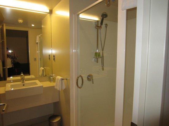 Scenic Hotel Bay of Islands: Clean Modern Bathroom