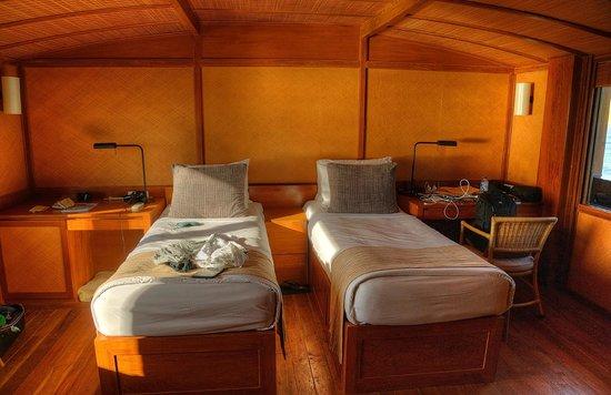 Amanwana: Downstairs twin bedroom.