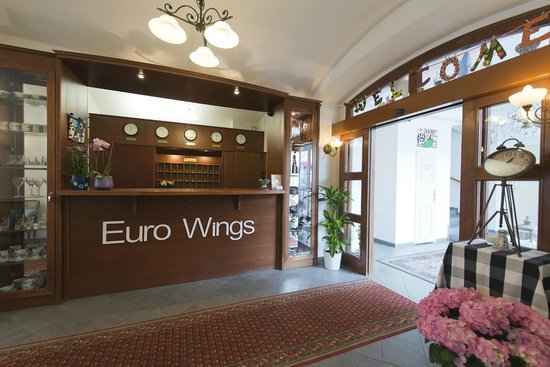 Euro Wings Hotel: Front Desk