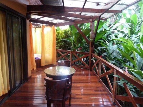 Nayara Hotel, Spa & Gardens: deck to relax