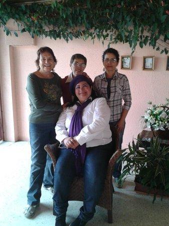 El Hipocampo de Oro - Bed & Breakfast: En el Hipocampo de Oro con la Sra Mafalda, Maria de los Angeles y Zoila