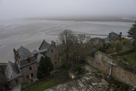 Abbaye du Mont-Saint-Michel: The alluvial deposits as the mist rolls away