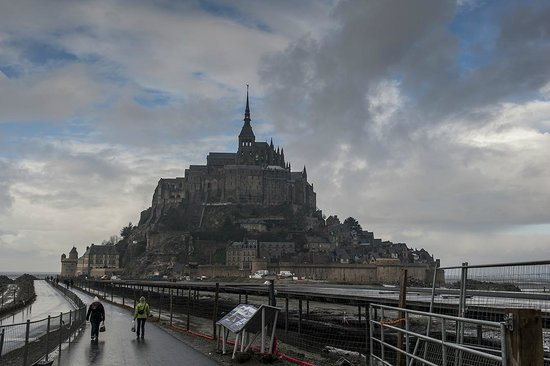 thge island from a distance picture of abbaye du mont saint michel mont saint michel. Black Bedroom Furniture Sets. Home Design Ideas